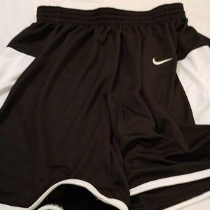 Nike  L mens hoop shorts